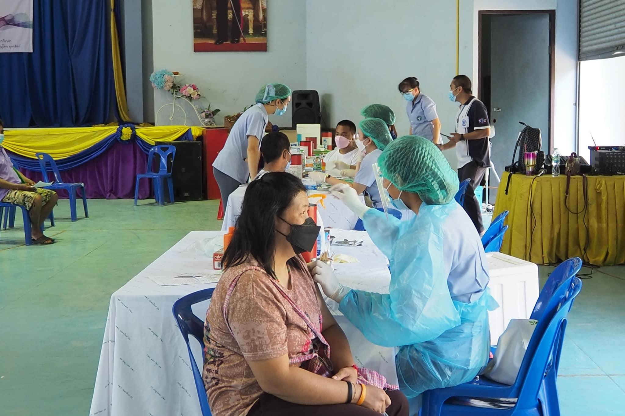 ศูนย์ฉีดวัคซีนโรงเรียนนครชุมพิทยา ฯ